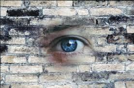 muro con occhio